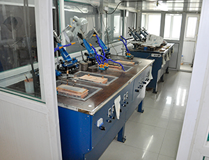 Variable frequency speed regulating optical four axis polishing machine